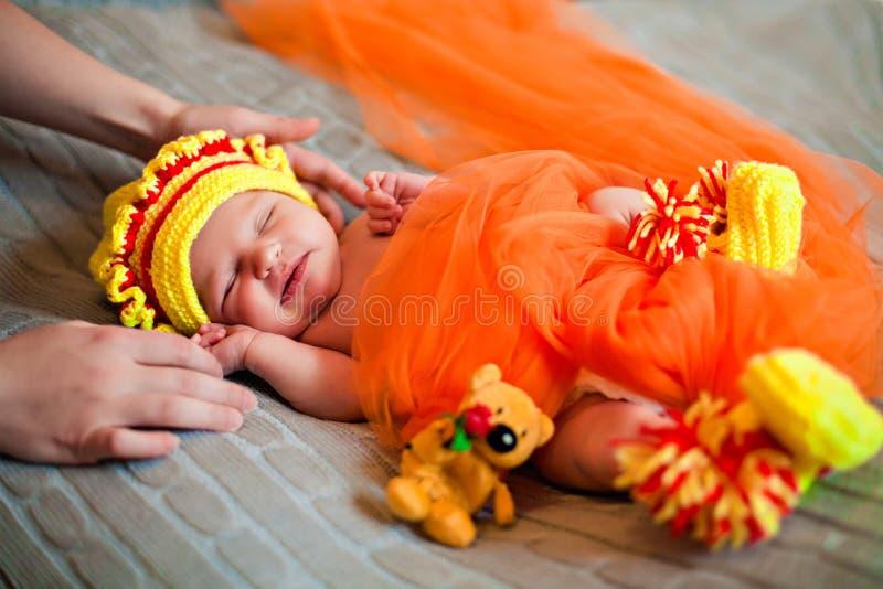 Nowonarodzony sypialny princess w pomarańcze obrazy royalty free