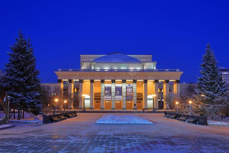Download Nowosibirsk-Operntheater Im Winter An Der Nachtbeleuchtung Redaktionelles Stockfoto - Bild von landschaft, gebäude: 106803423