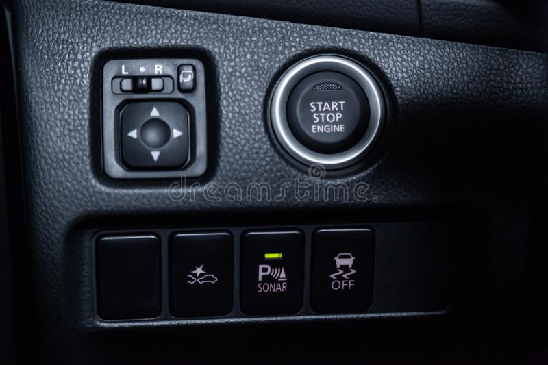 Nowosibirsk, Russland - 4. Dezember 2018: Mitsubishi Outlander lizenzfreies stockfoto