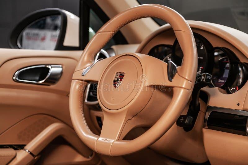 Nowosibirsk, Russland am 22. Juni 2019: Porsche Cayenne lizenzfreie stockfotografie