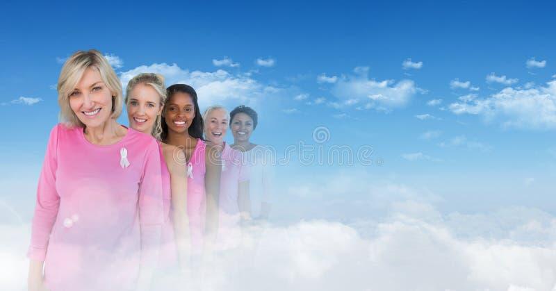Nowotwór piersi kobiety z przemianą niebo obraz stock