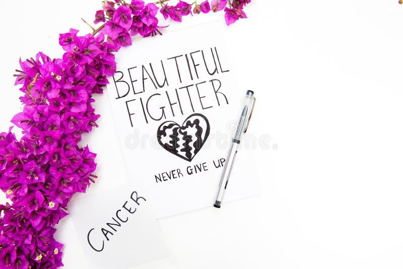Nowotworu słowo pisać na notatce z piórem i dzikimi purpurowymi kwiatami Piękna myśliwska inspiracyjna karta zdjęcia royalty free