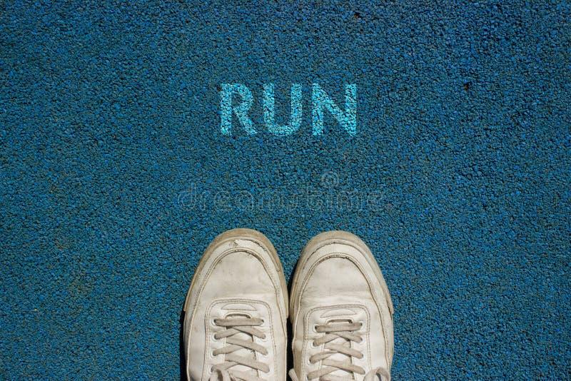 Nowy życia pojęcie, Motywacyjny slogan z słowo bieg z powodu spaceru sposobu zdjęcie royalty free