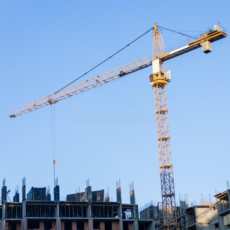 Nowy budynek ono buduje z use basztowy żuraw jibbing obrazy stock