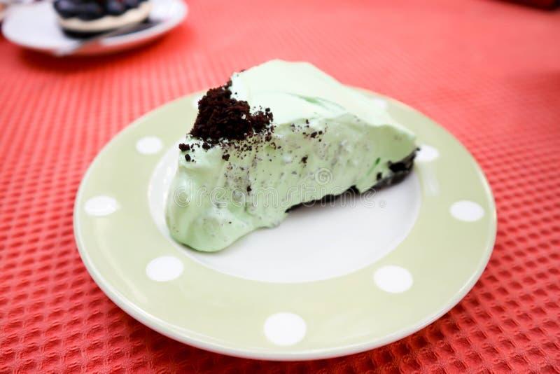 Nowy czekoladowy tort lub miętówka tort zdjęcie royalty free