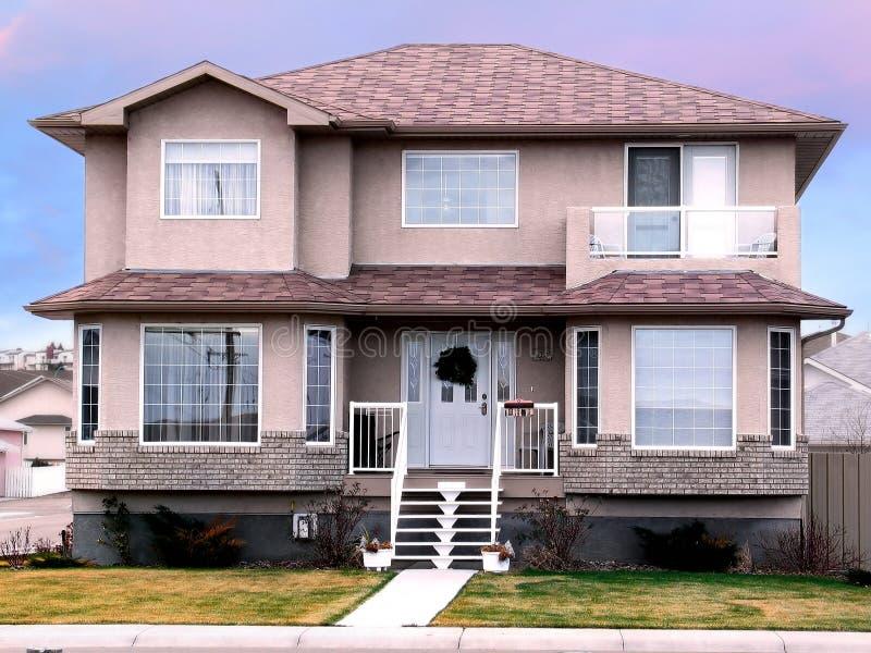 Download Nowy dom zdjęcie stock. Obraz złożonej z domena, realty - 47940