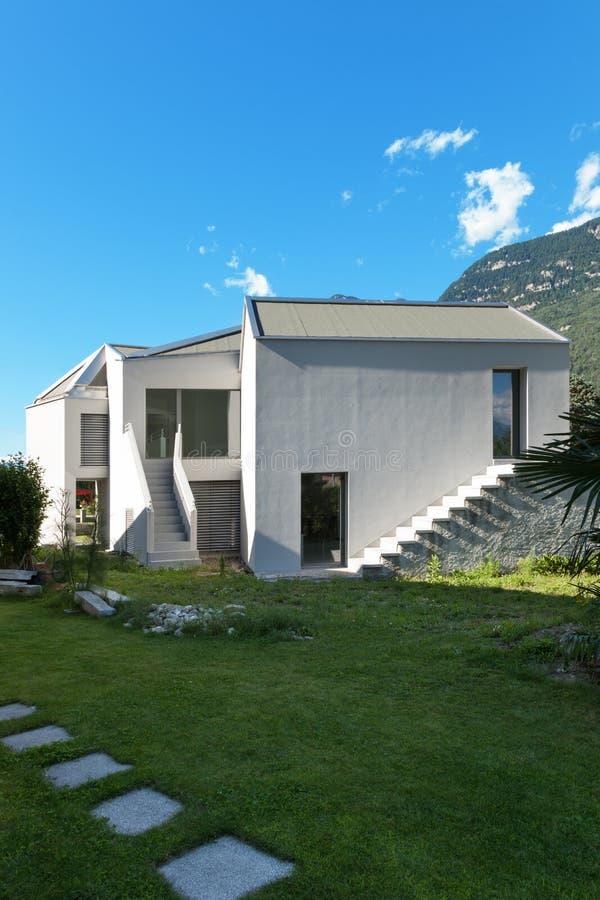 Download Nowy dom, outdoors zdjęcie stock. Obraz złożonej z nikt - 57670230