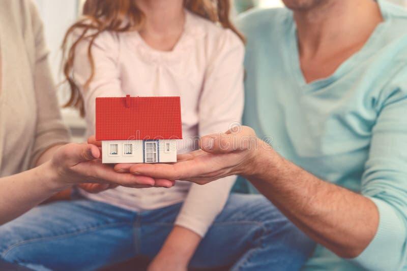nowy dom rodzinny obrazy royalty free