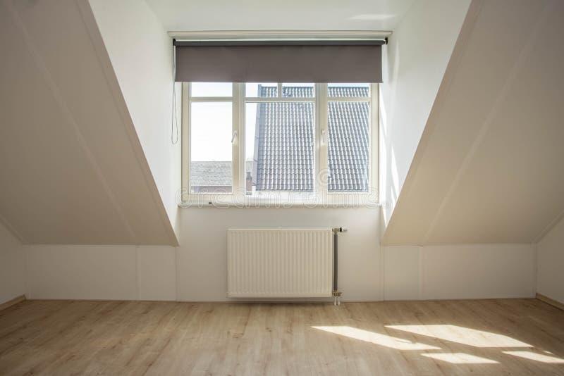 Nowy dormer w pustym czyści dom zdjęcia royalty free