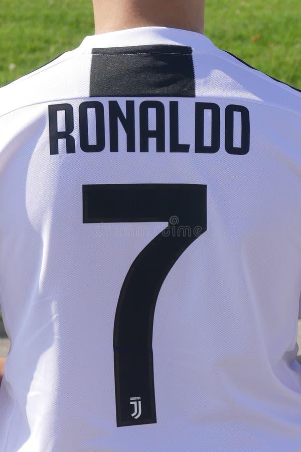 Nowy drużynowy bydło dla Cristiano Ronaldo gracza Juventus fc dla następnego sezonu obraz stock