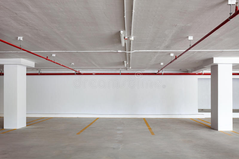 Nowy garażu wnętrze, przemysłowy budynek, Pusty undergrou zdjęcie royalty free