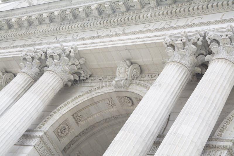 Nowy Jork biblioteki publicznej Frontowego wejścia powierzchowność z Cztery kolumnami zdjęcia royalty free