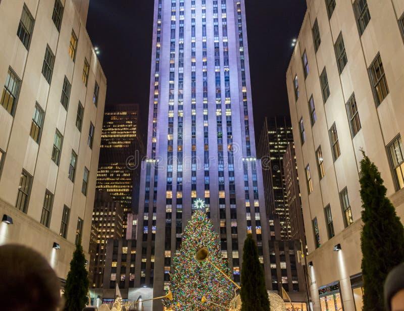 Nowy Jork, GRUDZIEŃ - 20, 2013: Choinka przy Rockefeller centem zdjęcia stock