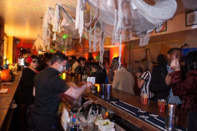 NOWY JORK, NY - PAŹDZIERNIK 31: Ogólna atmosfera przy mody przyjęciem podczas Halloweenowego wydarzenia zdjęcia royalty free
