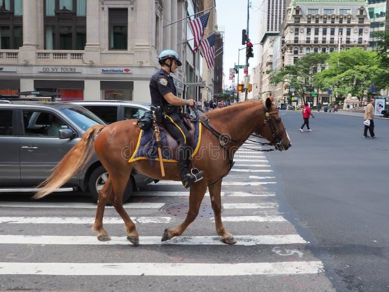 Nowy Jork, NY, usa Nowy Jork funkcjonariuszi policji na horseback przy Manhattan obraz royalty free