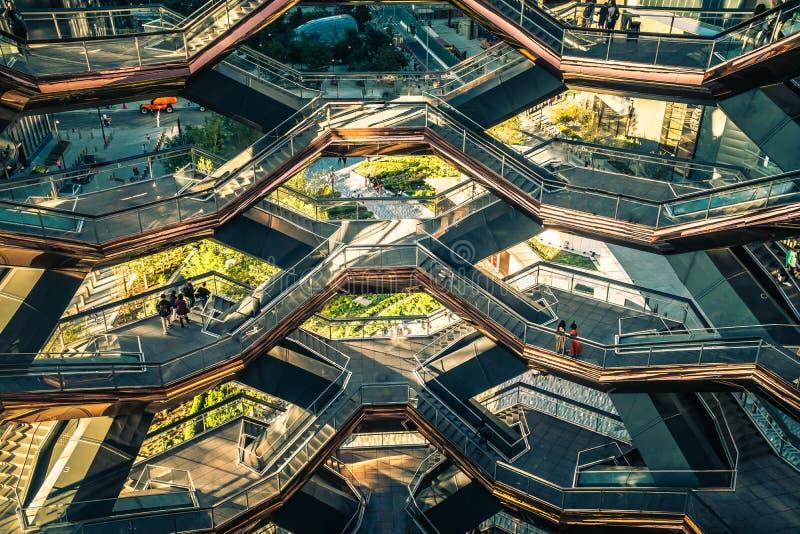 Nowy Jork, NY, USA - 16 09 2019: Szczegółowe informacje z wnętrza Schodu Hudson Yards, zaprojektowanego przez obraz royalty free
