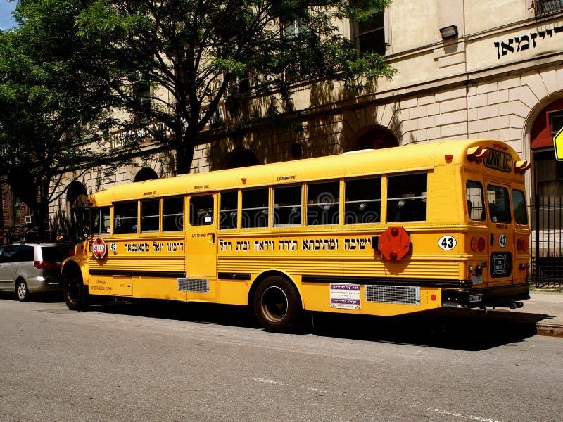 Nowy Jork, Stany Zjednoczone autobus w ulicie w Williamsburg w Nowy Jork - fotografia stock