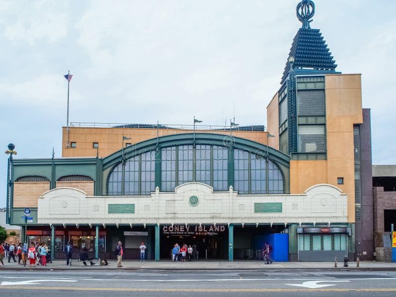 Nowy Jork, Stany Zjednoczone -, Coney Island stacja metra w Nowy Jork zdjęcie stock