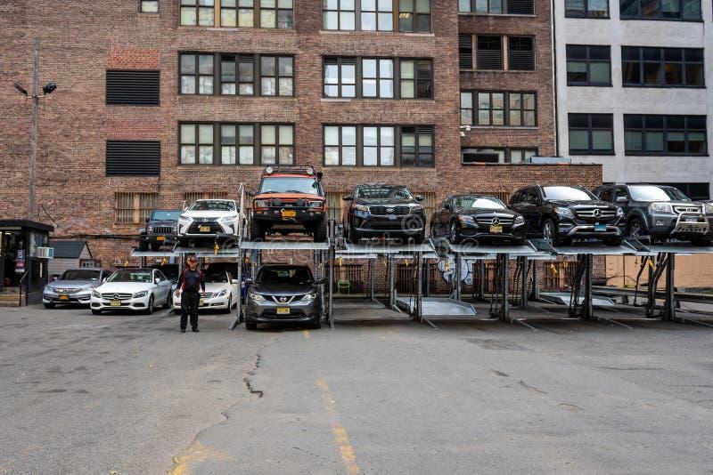 Nowy Jork, usa - Czerwiec 7, 2019: Automatyzująca samochodowa parking systemu usługa w Miasto Nowy Jork - wizerunek zdjęcie stock