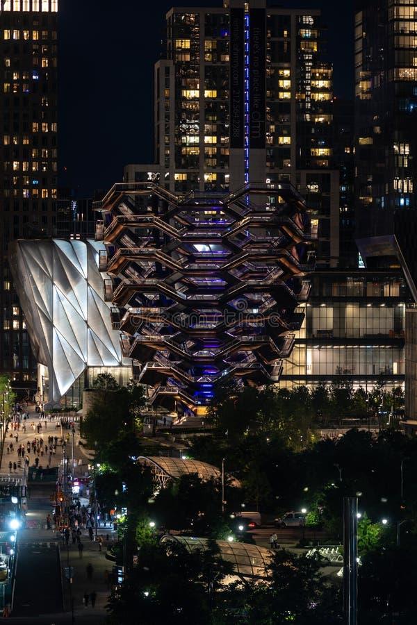 Nowy Jork, usa - Czerwiec 6, 2019: Nocy scena Naczynie przy Hudson jardami lokalizować na Manhattans zachodniej stronie - wizerun obrazy stock
