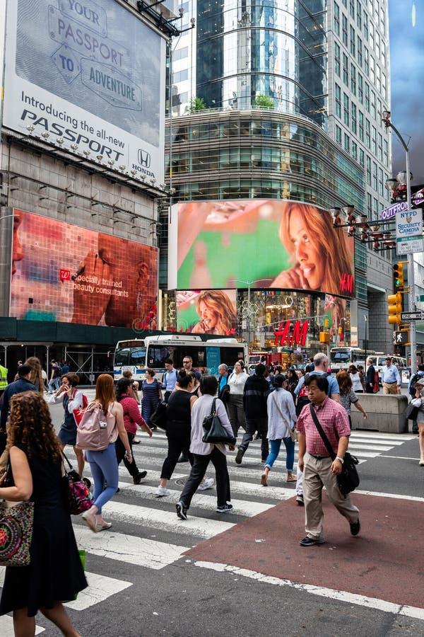 Nowy Jork, usa - Czerwiec 6, 2019: Times Square w Miasto Nowy Jork, Stany Zjednoczone Ameryka - wizerunek obraz stock