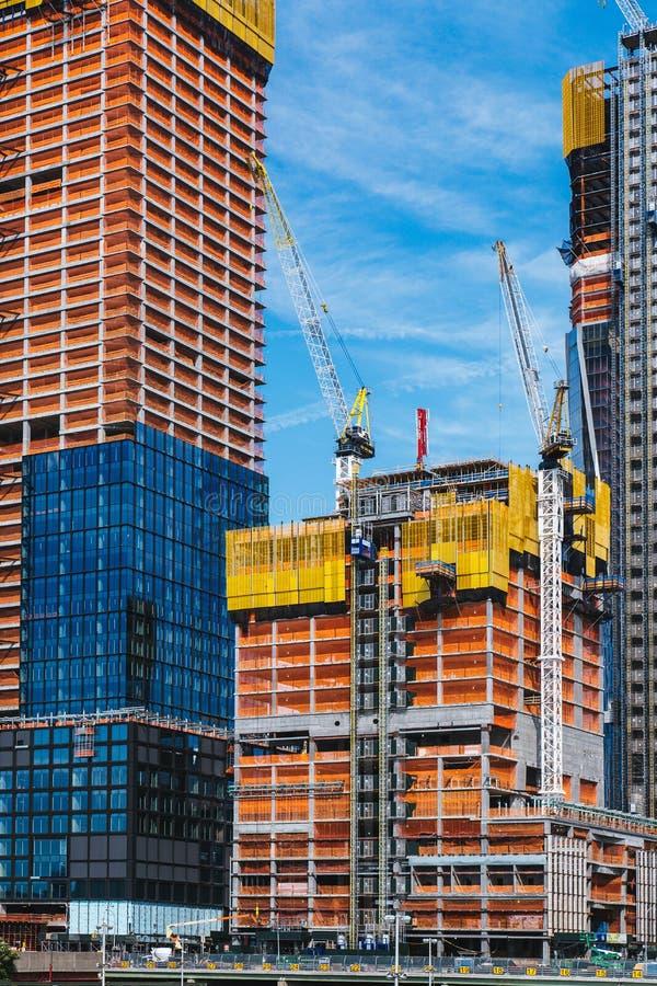 NOWY JORK, usa - JUN 22, 2017: Budujący z żurawiami, środek miasta Manhattan, Miasto Nowy Jork, Zlany stan zdjęcie stock