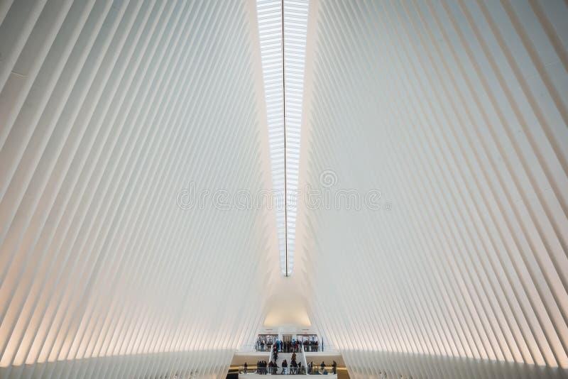 NOWY JORK, usa - LUTY 23, 2018: Architektoniczny wn?trze Oculus przy centrum Wall Street w Manhattan obrazy royalty free