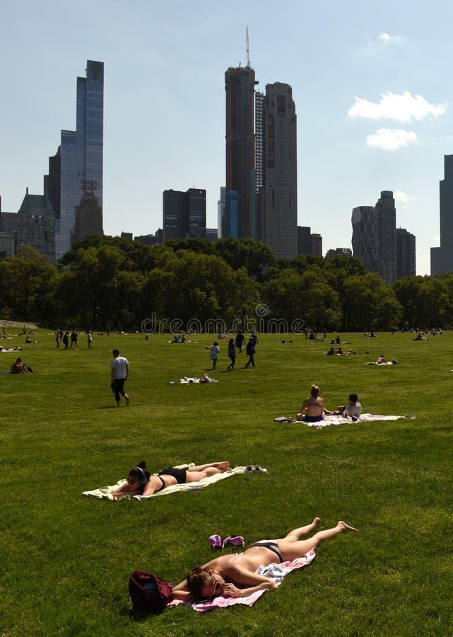 Nowy Jork, usa - Maj 25, 2018: Ludzie w central park w Nowy Jork obrazy royalty free