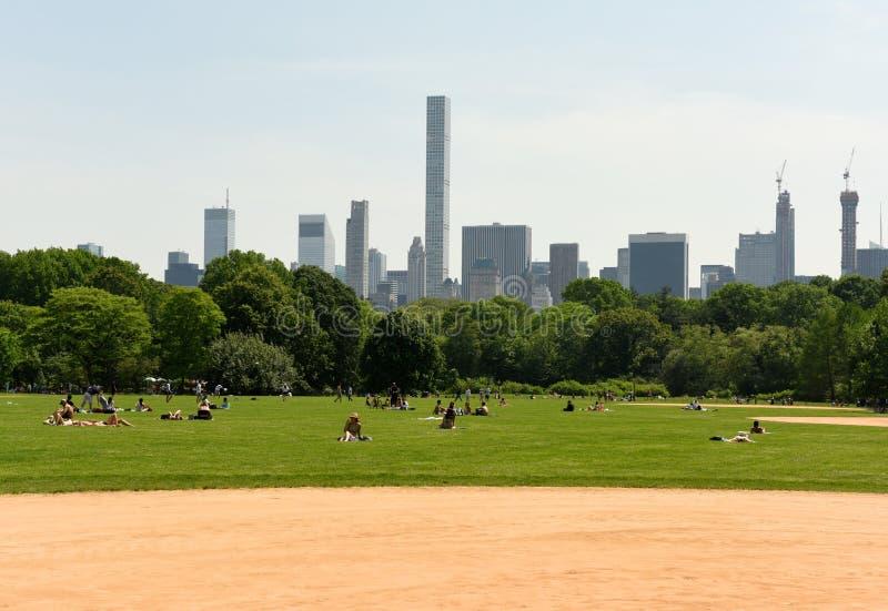 Nowy Jork, usa - Maj 25, 2018: Ludzie w central park w Nowy Jork fotografia stock