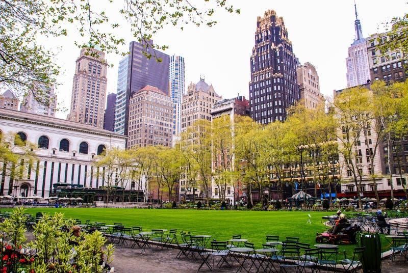 Nowy Jork, usa, Maj 3rd 2013 Ludzie odpoczywa w parku Manhattan zdjęcie stock