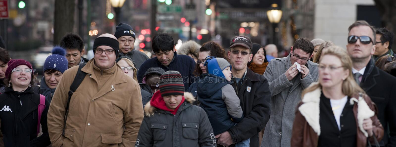 NOWY JORK, usa miasto ulicy tłoczy się ludzie dla xmas - GRUDZIEŃ 11, 2011 - zdjęcia royalty free