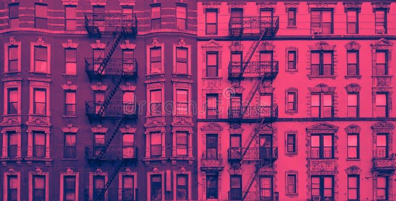 Nowy Jork zabytkowy apartament buduje panoramiczny widok zewnętrzny w kolorze niebieskim i różowym obraz stock