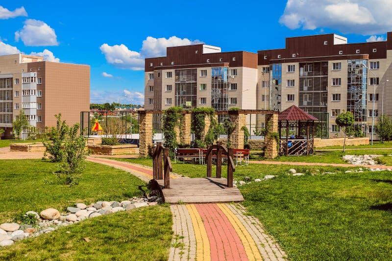 Nowy mieszkaniowy sąsiedztwa ` Ulitka, ślimaczka `/ Wewnętrzni mieszkaniowi jardy Żywy środowisko obraz royalty free