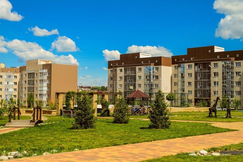 Nowy mieszkaniowy sąsiedztwa ` Ulitka, ślimaczka `/ Wewnętrzni mieszkaniowi jardy obraz stock