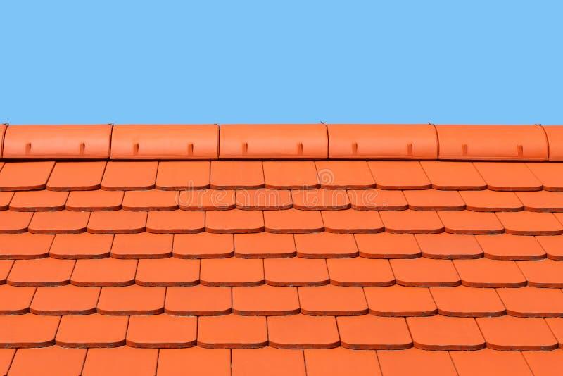 Nowy, nowożytny dach zakrywający z mieszkaniem, czerwień, ceramiczne płytki z bliska zdjęcie royalty free