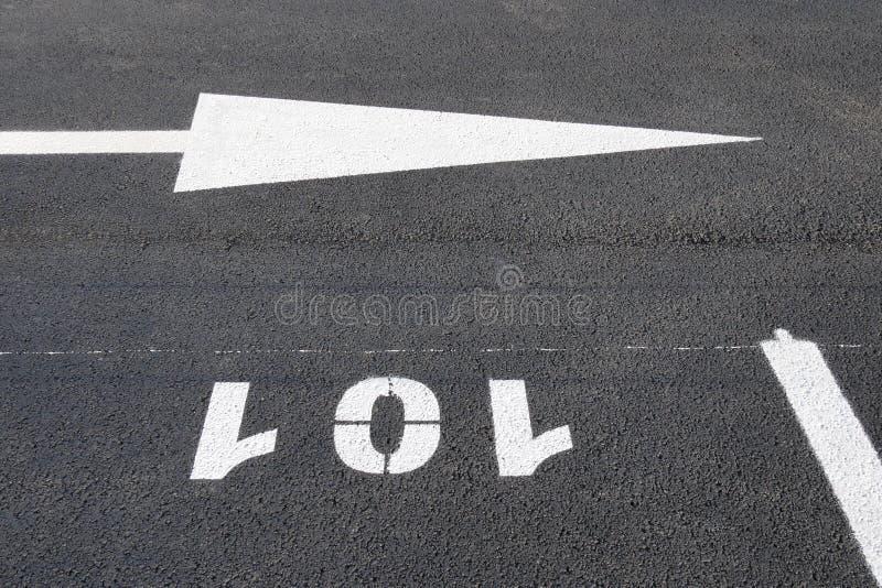Nowy parking miejsc zaznaczać zdjęcie stock