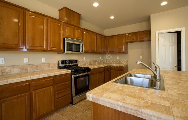 nowy przemodelowywa mieszkaniowego kuchenny zdjęcia royalty free