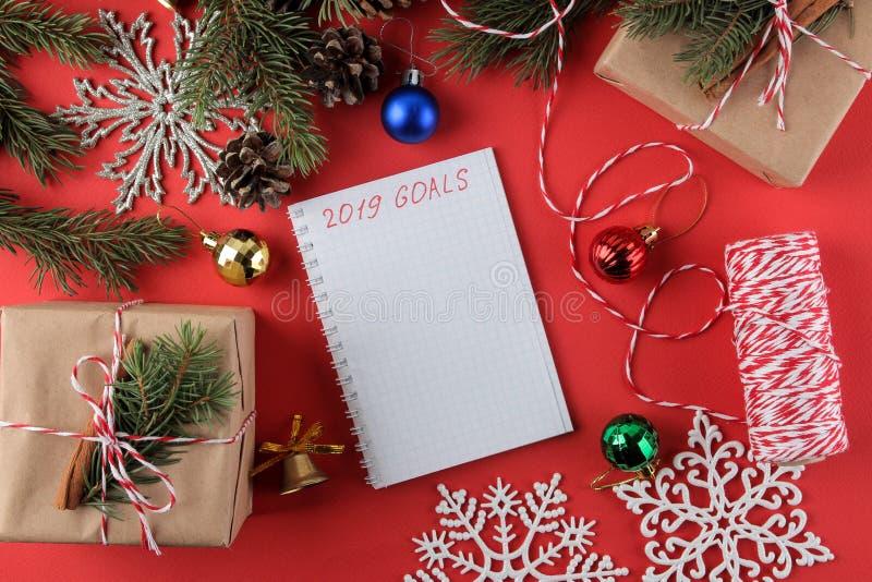 nowy rok, Boże Narodzenia wakacje Skład z prezentami, puste miejsce z celami dla nowego roku i obrazy royalty free