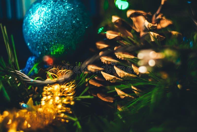 Nowy rok Bożenarodzeniowa dekoracja w górę Bożenarodzeniowa piłka, rożek, Ch zdjęcia stock