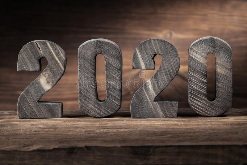 2020 nowy rok drewno listów na drewnianym tle fotografia royalty free
