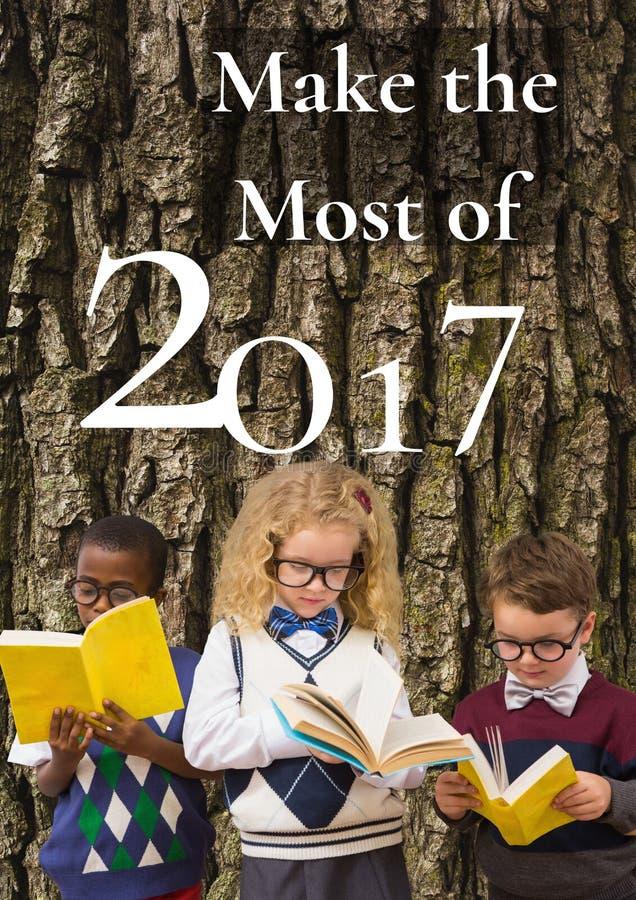 2017 nowy rok powitania wycena na drzewie i trzy dziecko czytelniczych książkach zdjęcie royalty free