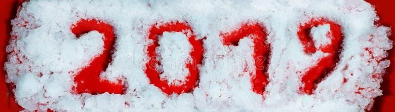 Nowy rok 2019 Rewolucjonistek liczby na śnieżnym tle Pisać palcem na śniegu obrazy royalty free