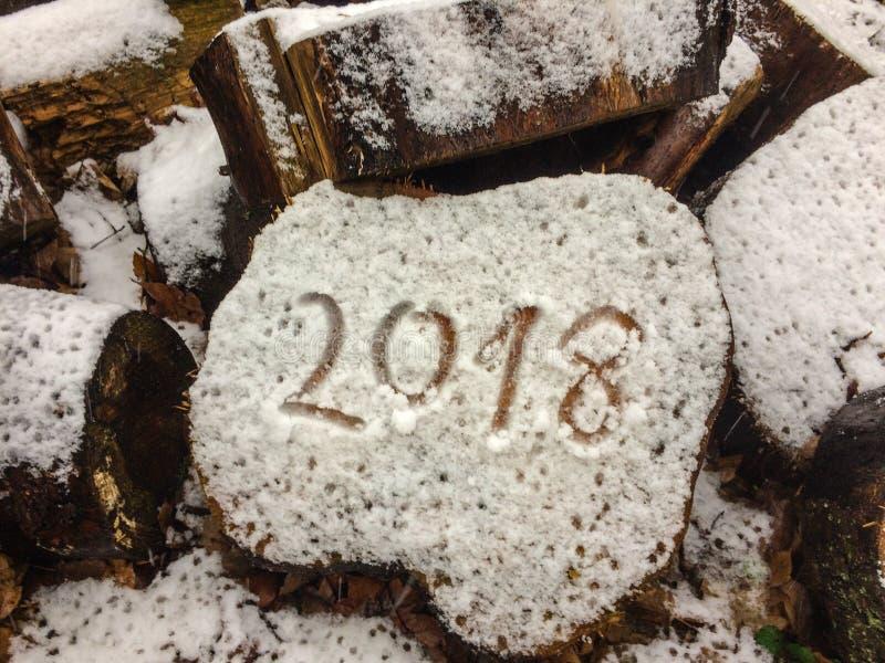 Nowy rok 2018 w handwriting na drewnie, ześrodkowywającym zdjęcie stock