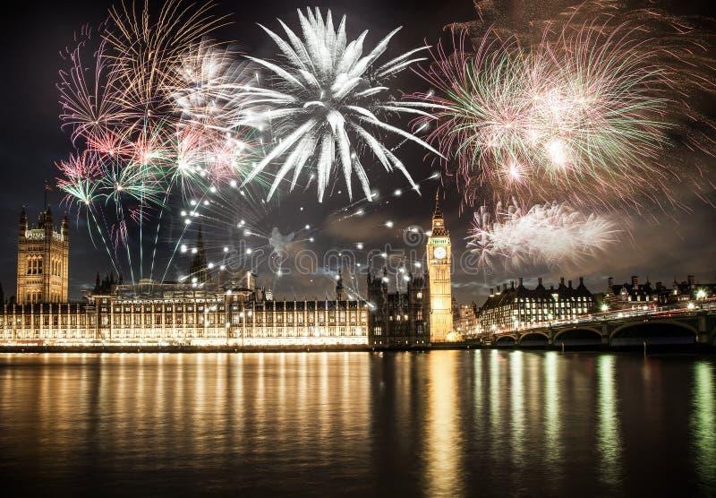 Nowy Rok w mieście - Big Ben z fajerwerkami fotografia stock