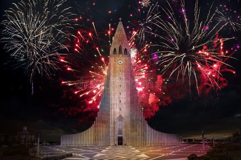 2019 nowy rok wakacje z fajerwerkami w niebie zdjęcia stock