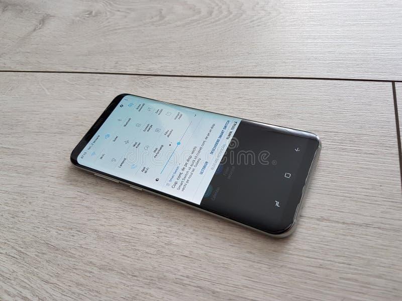 Nowy statku flagowego wydanie - wyginający się parawanowego telefonu drugorzędny menu obrazy stock