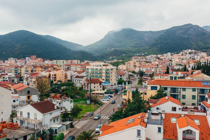 Nowy stwarza ognisko domowe w Budva, Montenegro Nowy miasteczko Nieruchomość na sho obrazy stock