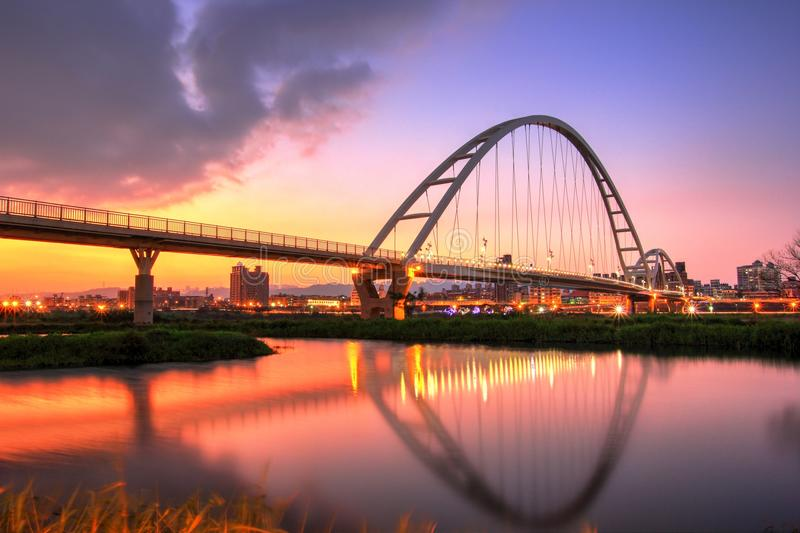 Nowy Taipei miasta półksiężyc most obrazy royalty free