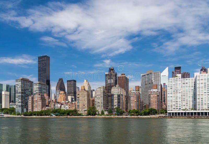 Nowy York budynek mieszkalny wschodnią rzeką od Roosevelt islan fotografia royalty free