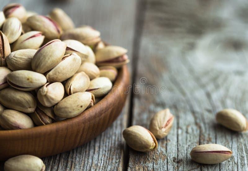 Noyaux crus de pistache en tant que foyer sélectif de tir en gros plan détaillé image libre de droits